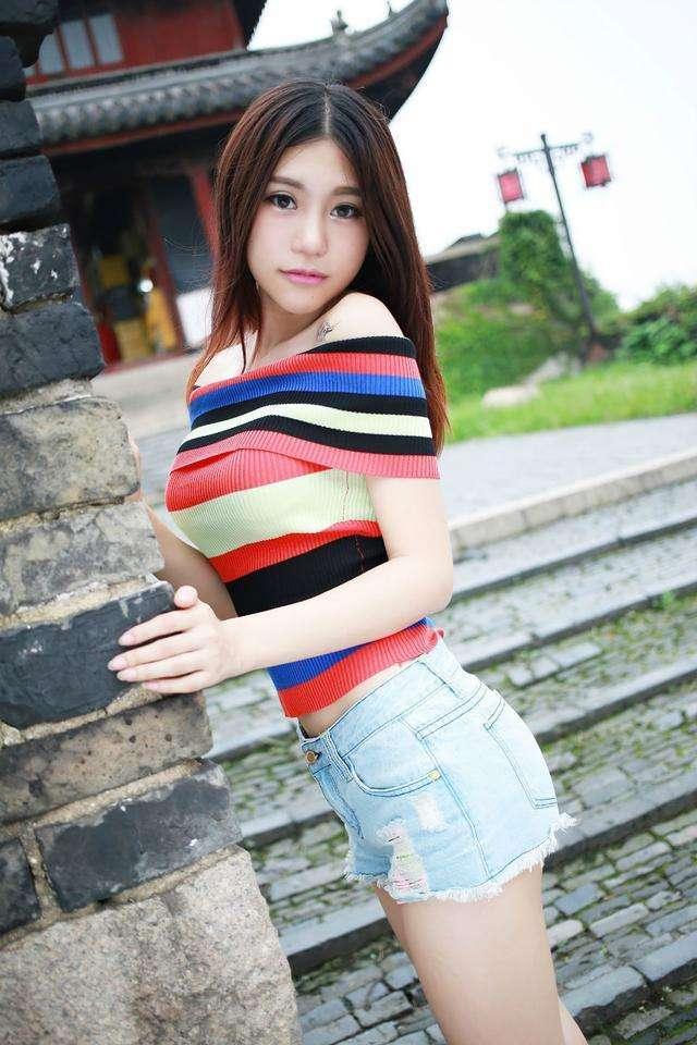 短裤美女a短裤的卡好迷人,美女美腿征服你!通回忆魅力美女图片图片