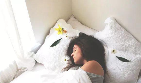 睡姐姐囹�a_视频来源:力文姐姐leever 补 充 睡 眠 泪沟的出现很大原因是睡眠