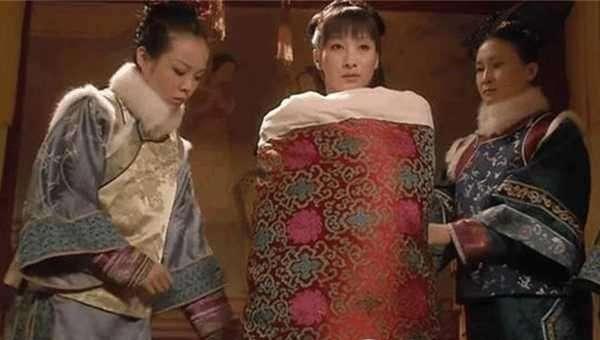欧洲王室的剹�n�c��c_清朝后宫嫔妃侍寝皇帝:翻牌子,不穿衣,钻龙床,限时间