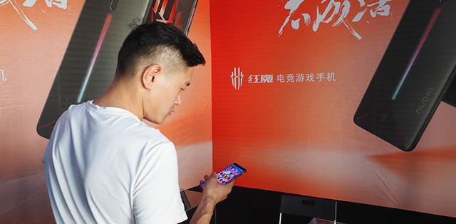 2018腾讯TGA决赛终于打响 这款游戏手机已成场馆最大亮点