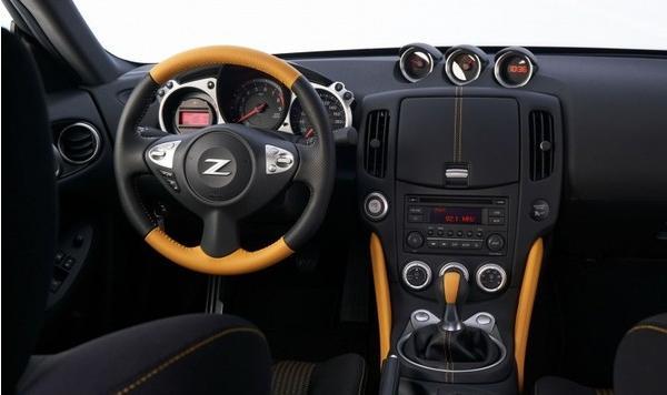 纪念版尼桑小跑,322马力V6发动机,二十多万起你买不买?