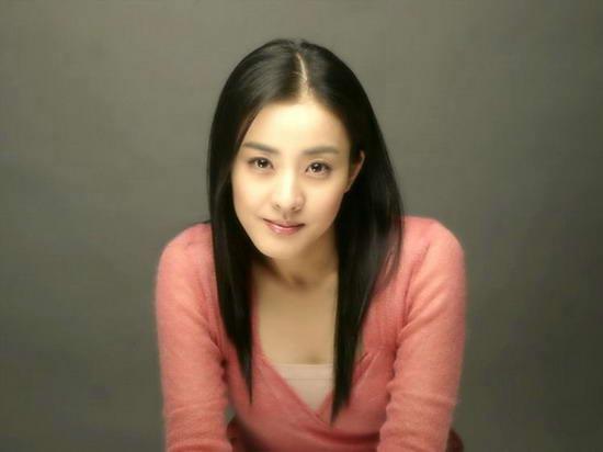 她25岁演《大长今》走红,30岁嫁入豪门,40岁离婚成单亲妈妈?