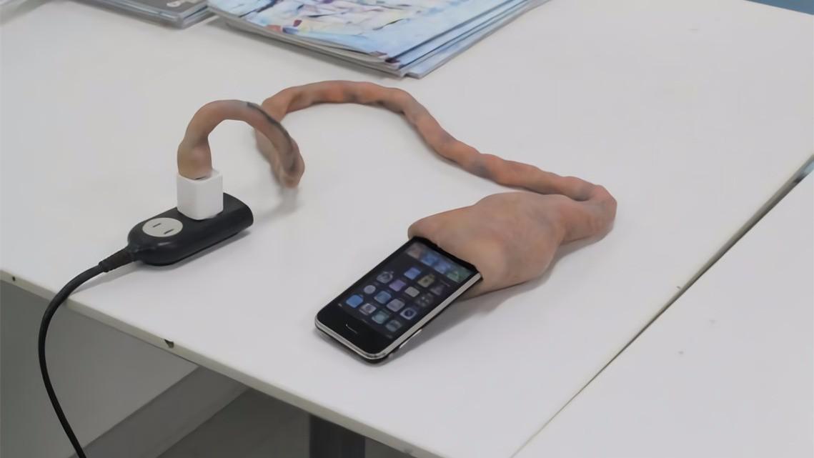 日本脐带式iPhone数据线问世,又丑又贵,你敢用吗?