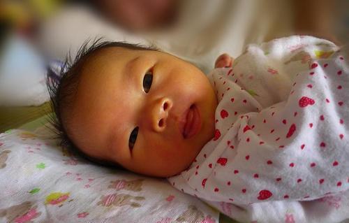 天才宝宝不到三个月就会翻身,医生诊断后妈妈痛哭流泪
