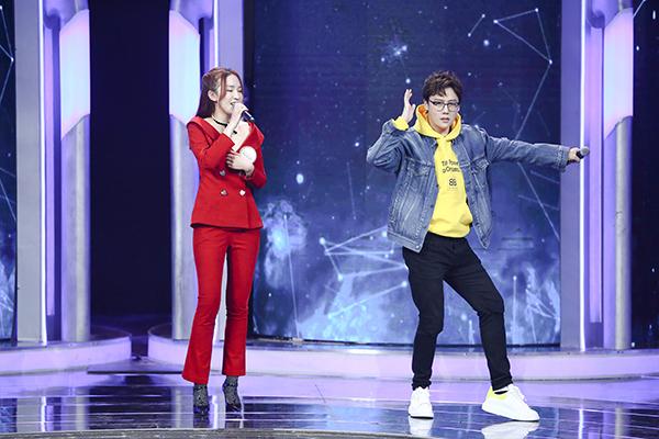 刘维霸屏周末档 化身暖心boy展高情商