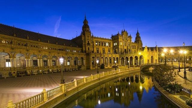 去正西班牙,你想看被万臻吞食下的父亲楼还是吐出产到来的父亲楼?