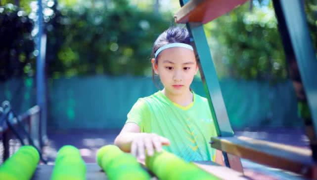 田亮晒女儿打网球写真,森碟大长腿越来越长图片