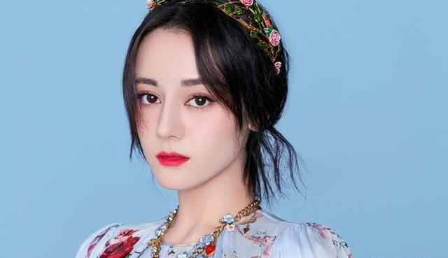迪丽热巴新综艺,头顶小鸭子,可爱到爆难怪那么多人喜欢她!