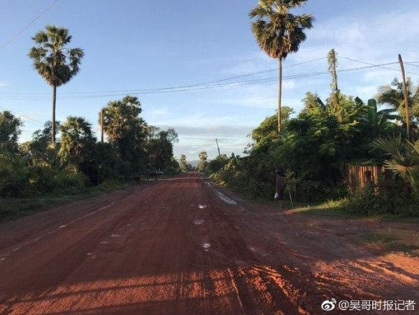 记者深入柬埔寨密林寻找马航mh370 有飞机坠落但应该图片