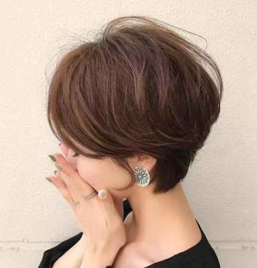 这种高层次感的齐耳小短发超显女人味呢,露出耳朵更显精致感,发尾弄个图片