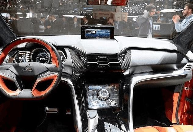 三菱终于爆发了,新车霸气侧漏堪比途观,配混动四驱油耗3.6L啊