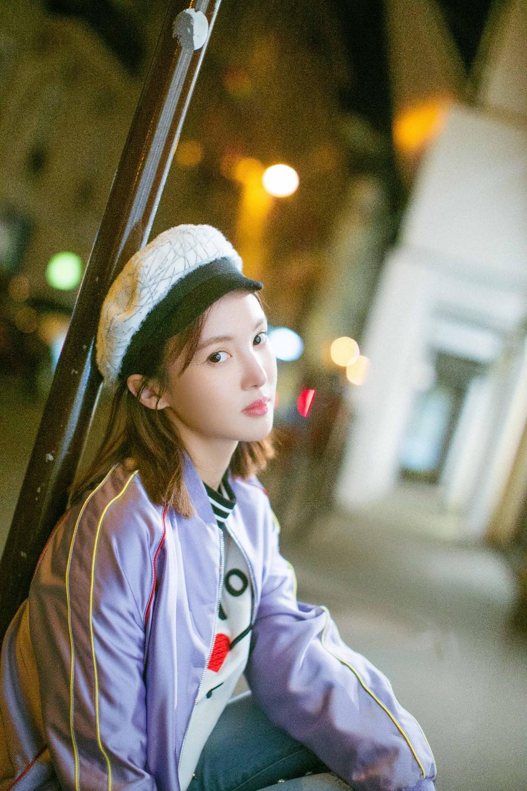金晨最新街拍照曝光 化身行走巴黎的时髦客