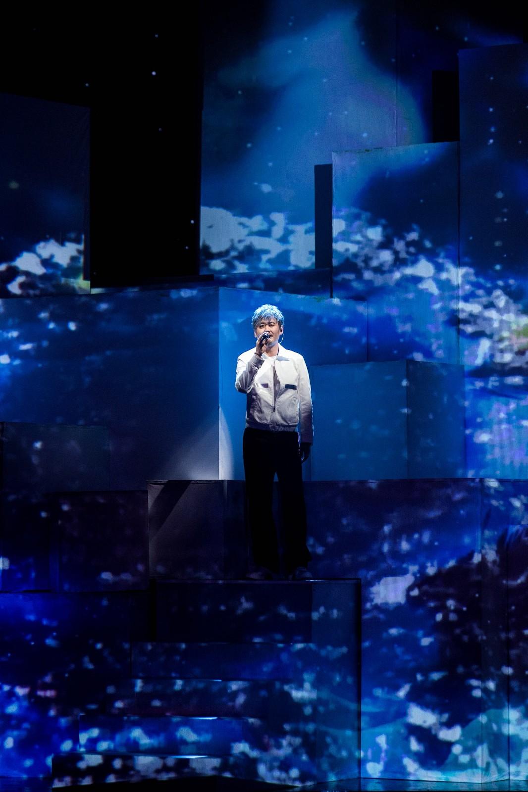 《跨界歌王》吴秀波、刘恺威深情开唱,隔空表白子女惹网友泪目