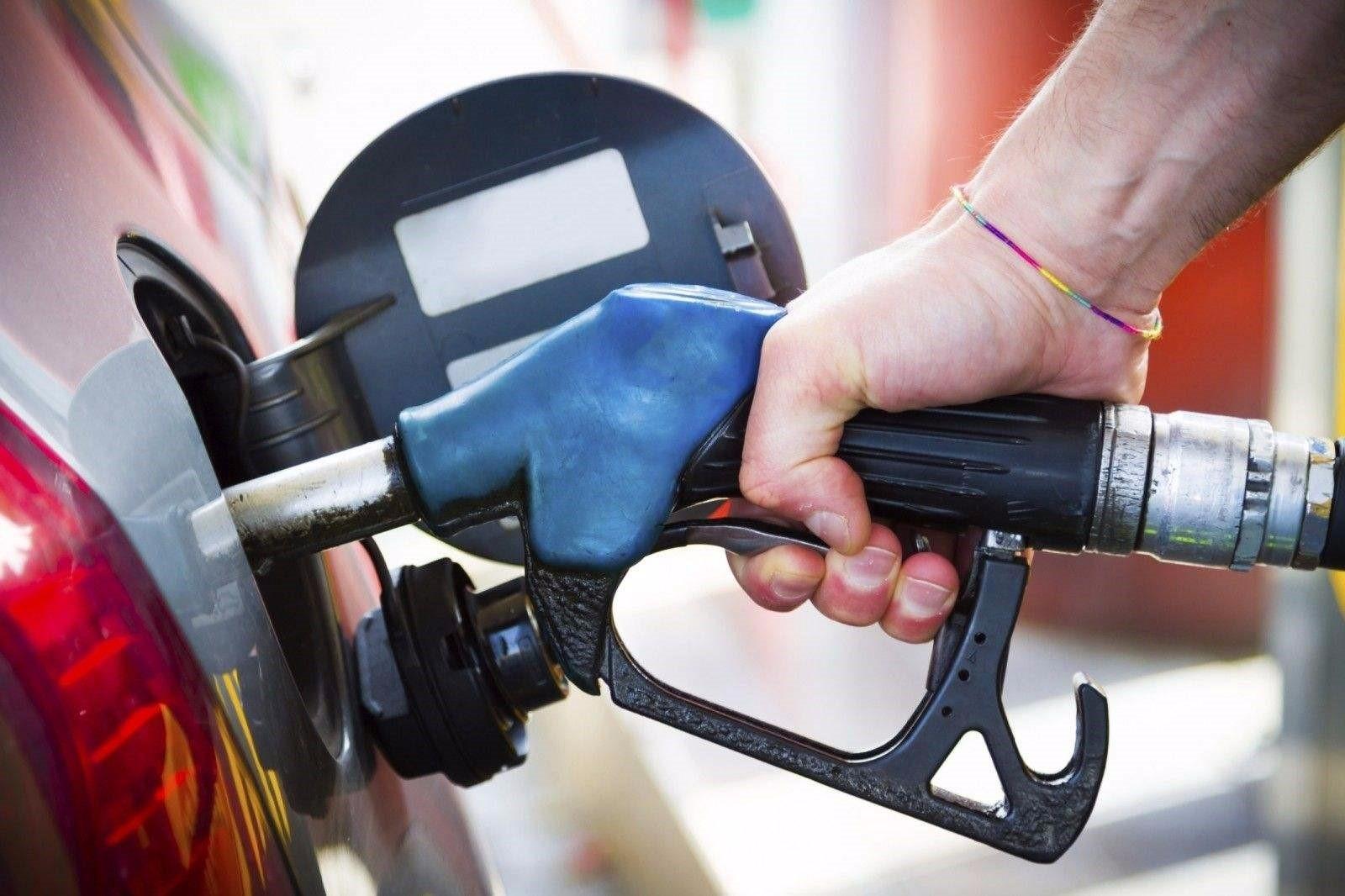 加油站公然卖不达标汽油,厂家配合演出心照不宣!