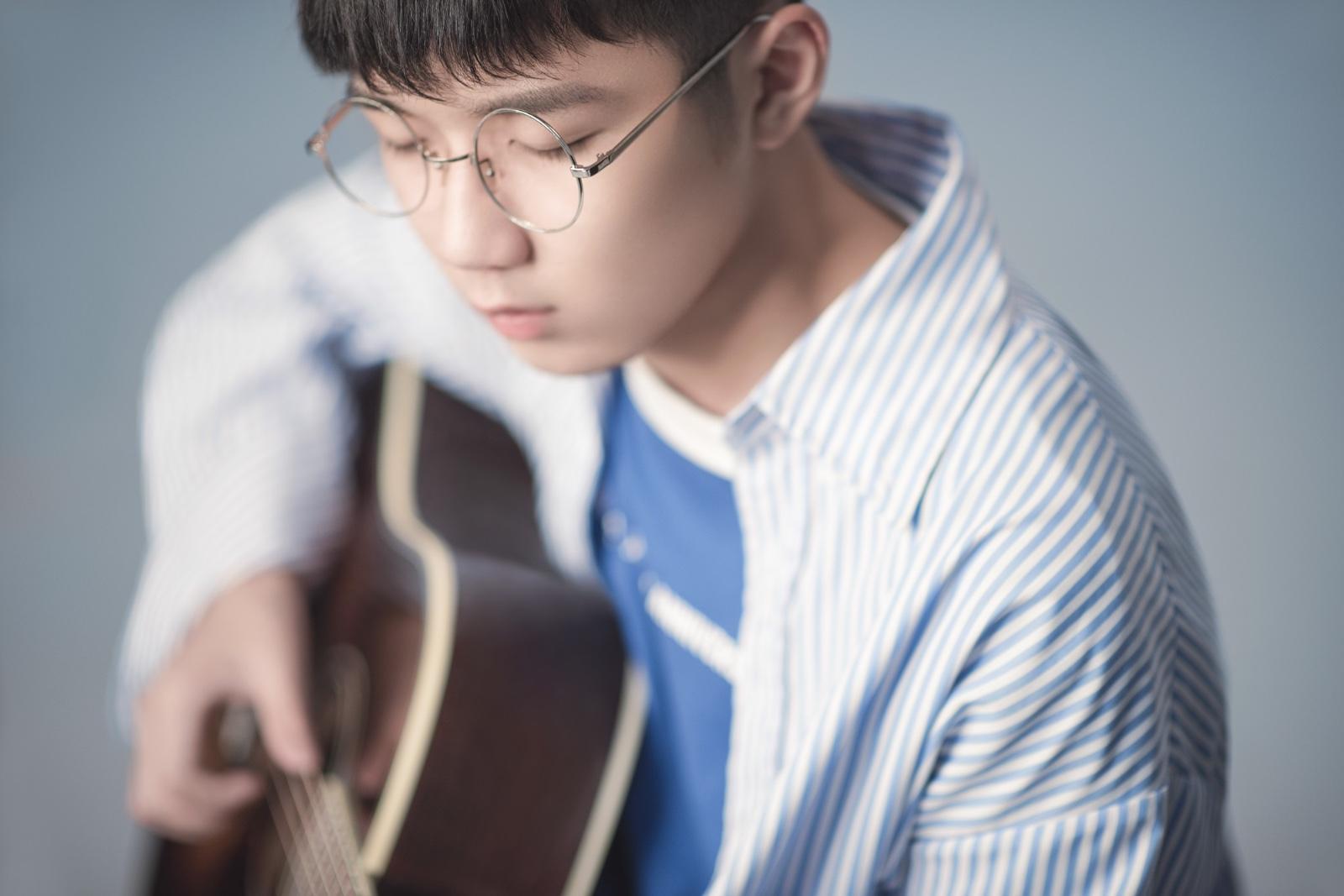 钟易轩全新创作《十七岁的夏天》今日上线    重回十七岁的初夏