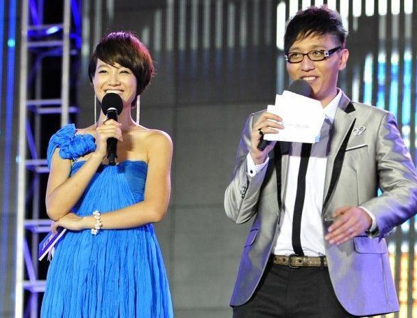 她曾是浙江卫视当家主持人,二婚嫁给周一围,今一家人幸福甜如蜜