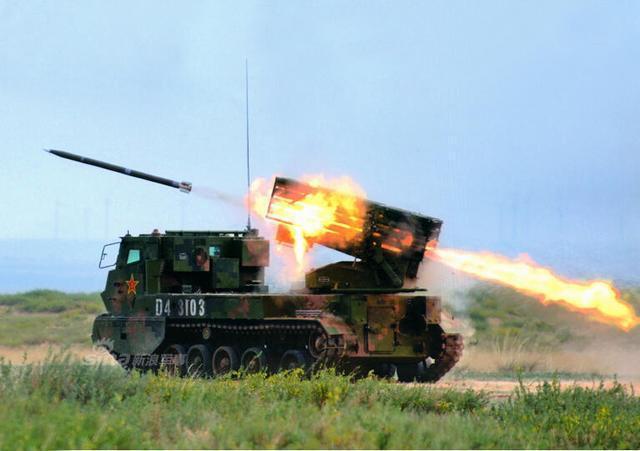 新型履带式122毫米火箭炮,采用了模块化装填,射程和打击精确性比之前图片
