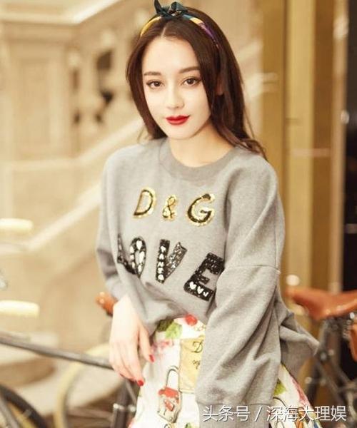 女星戴发带:刘诗诗可人,热巴清纯,赵丽颖可爱,活力青春