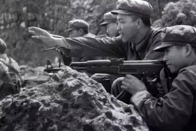 对越反击战的峡谷七勇士,他毙敌14人,带着受伤的战友回祖国