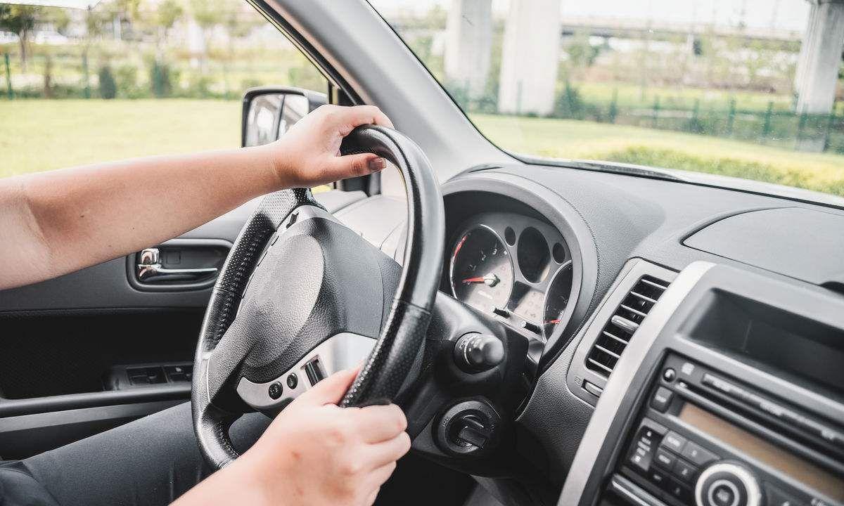 这5个驾驶习惯最伤车,半年车子就离报废不远了,后悔没早知道