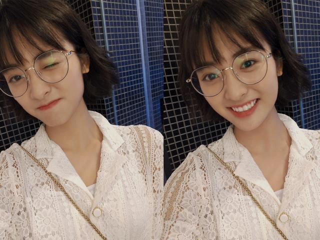 喏,沈月平时留着刘海的短发造型还是相当甜美又减龄的,这少女感也是没图片