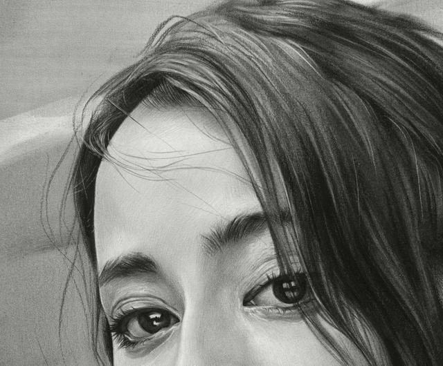 迪丽热巴漂亮的眼睛素描图片