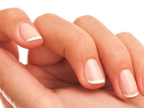 指甲下凹或是肝脏有毒