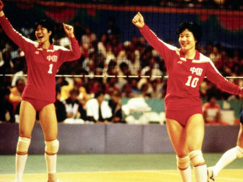 她是女排奥运冠军,后来当了12年的体育局局长,退休前被举报受贿
