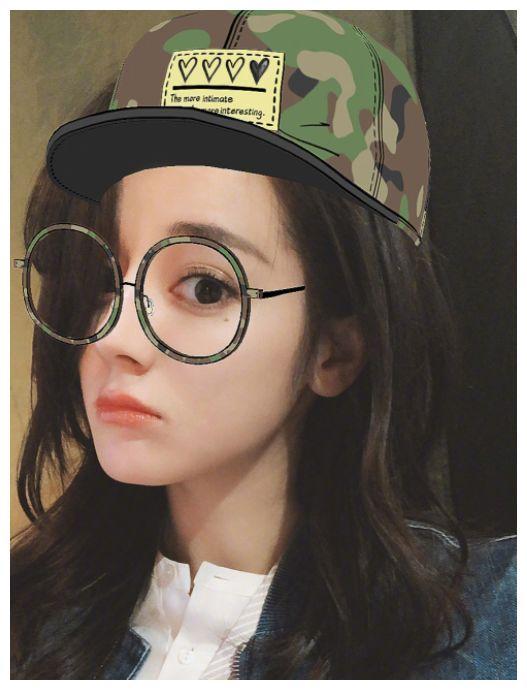 她撞脸迪丽热巴,网友:傻傻不分清,你能认清哪张图是热巴吗?
