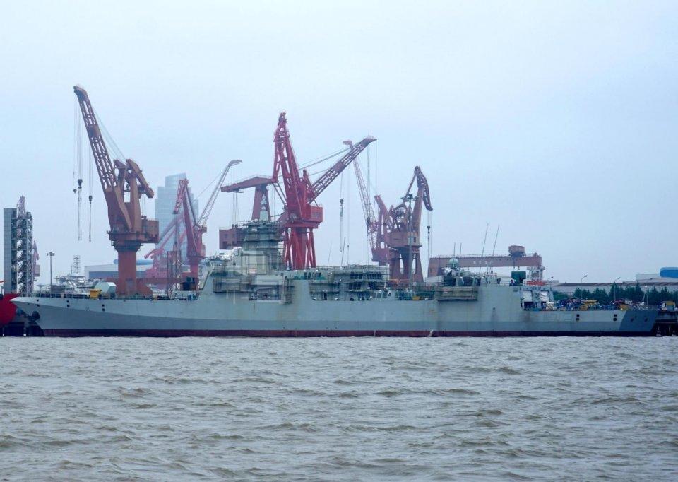 喜讯:国产055万吨级导弹已完全成形,最大排水量近13000吨的巨舰