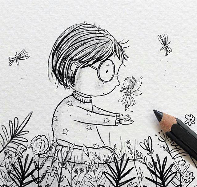手绘师才艺君 我们说手绘的时候有很多的工具,什么彩铅、水彩、马克笔等等。但即使你没有这些专业工具也是一样可以画出好看的插画的,只需要一支最为常见的铅笔就可以了。 下面是一组非常可爱的铅笔画的儿童主题可爱插画,画风童真有趣让人心情很好。适合大家平时练练手,不管是新人还是亲子画都是很适合的。