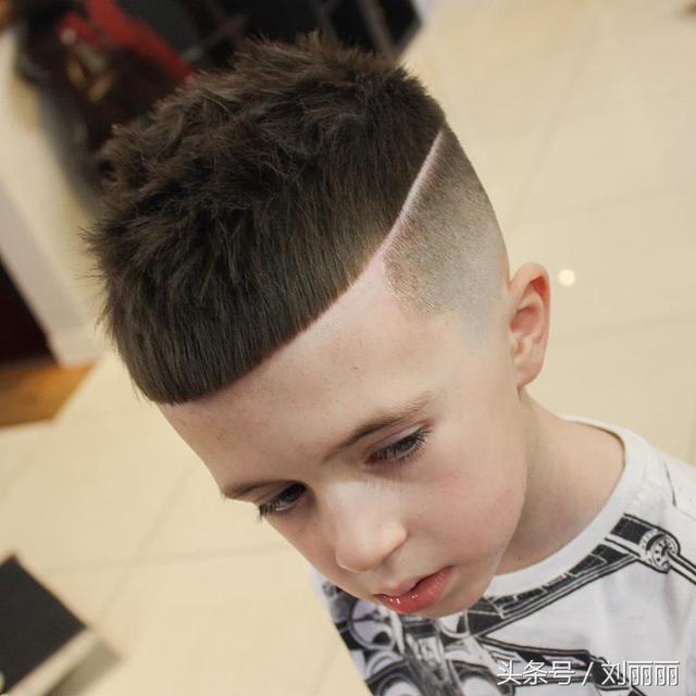 夏天最酷帅小男孩宝宝发型,妈妈们千万不要让你儿子