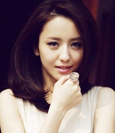 毕业于中央戏剧学院表演系本科班,中国内地影视女演员.图片