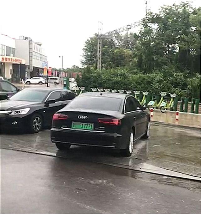 山东首辆奥迪A6新能源现身,车牌是绿色,数字是连号还很霸气!