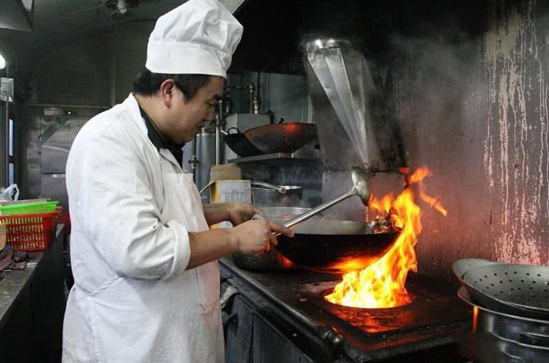 中国大厨做菜太烂,