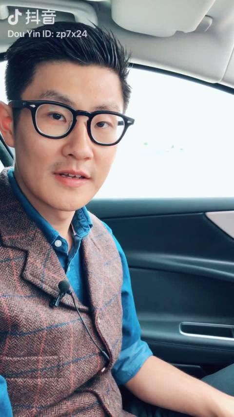 赵璞说 听说捷豹XEL的屏幕能一边看导航一边看韩剧,我信了,可是说好的韩...