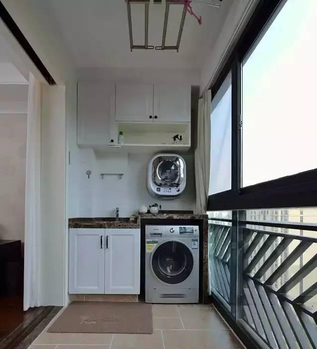 *这款洗衣房以柜子作为与室内的隔断,又为阳台增加了收纳空间.图片