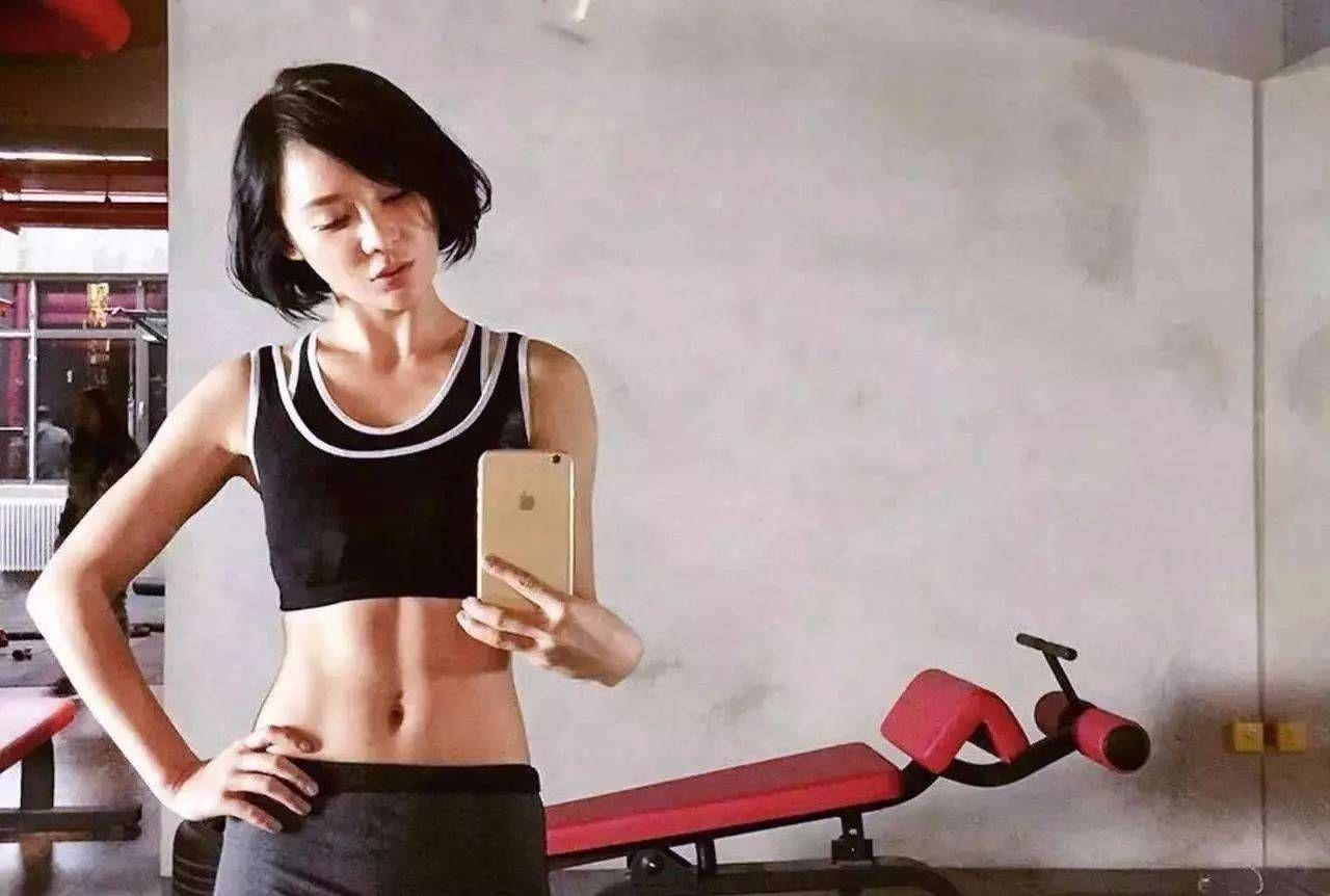运动改变人生,袁姗姗马甲线惊人,而她因运动童颜依旧!