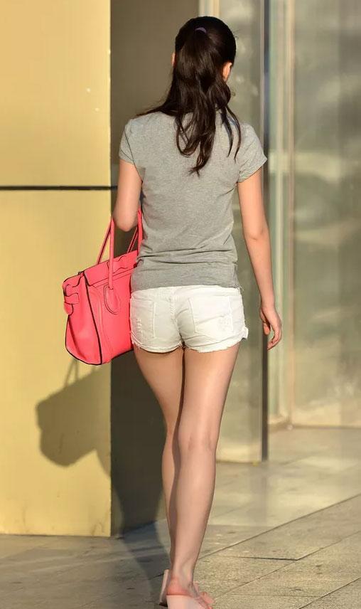 屁股大的女人, 紧身热裤搭高跟鞋, 变身性感美女, 你想拥有吗?