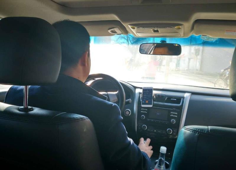 女子凌晨乘坐滴滴车,被司机摸了10次,司机:我可以请你泡温泉!