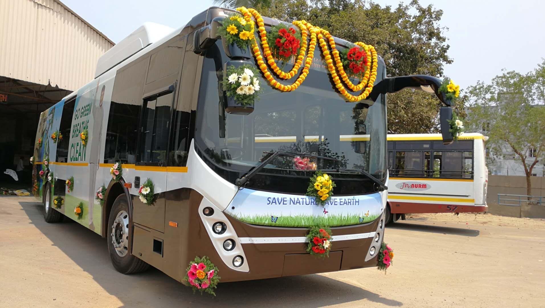 比亚迪纯电动大巴驶入印度安得拉邦,首席部长亲自见证