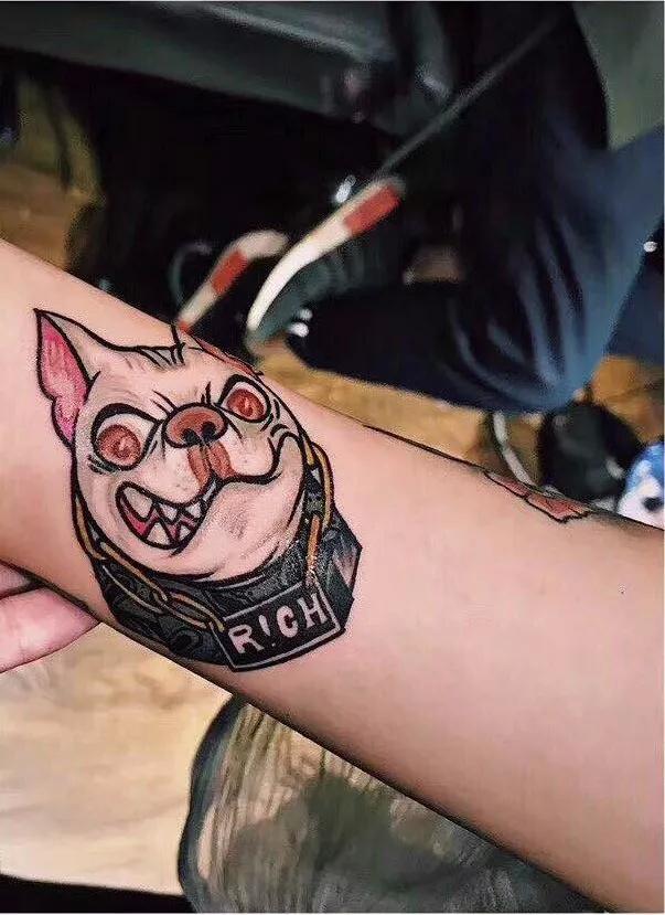 近年纹身作为一种流行文化, 被越来越多的人接受喜爱, 纹身也早已不图片