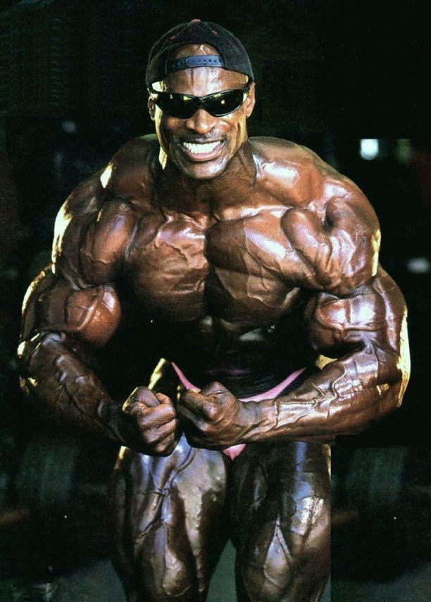 在接下来的8年时间,罗尼获得世界各地健美先生的冠军,连当年的