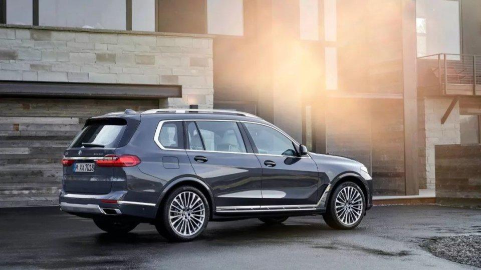 宝马X7正式亮相,明年国内上市,准备就绪就等新一代奔驰GLS