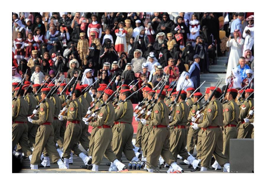 卡塔尔阅兵火了,走中国式正步,外国人:中国阅兵是世界