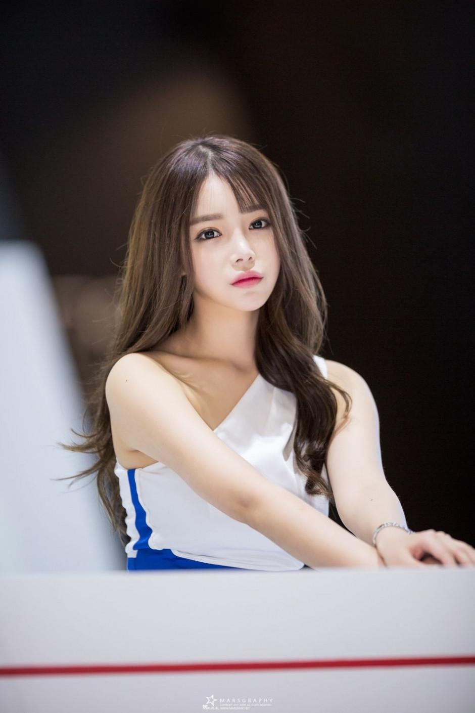 韩国美女模特韩智妍居家写真甜美迷人