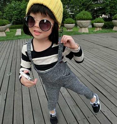 把孩子打扮的太潮也有错 这样的打扮对孩子弊大于利