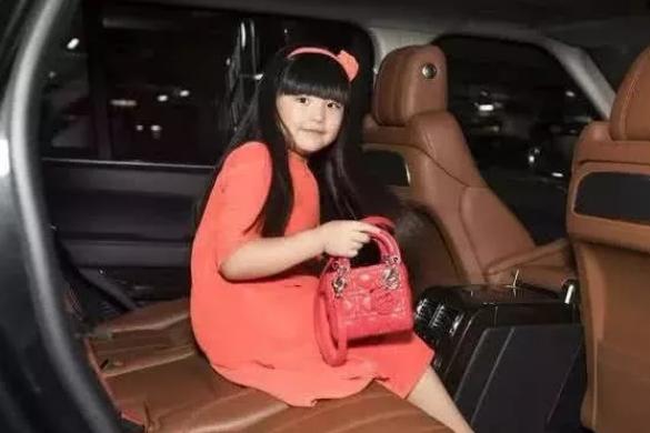 李湘公开一张王诗龄课表!穿名牌都不算啥,这才是真正的富养女儿