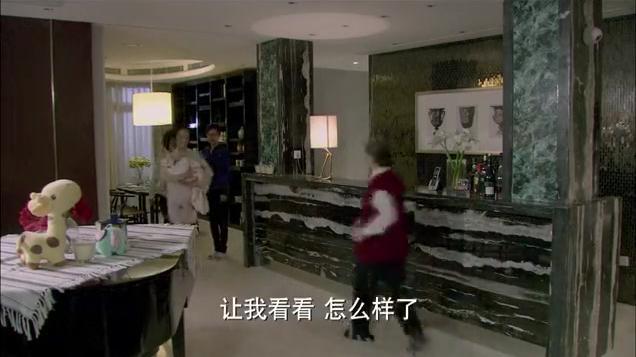 辣妈正传:木子阻止婆婆说孩子还小不能添加辅食。