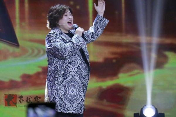 41岁歌手李琼近照曝光,20年前春晚一夜爆红,如今发福判若两人